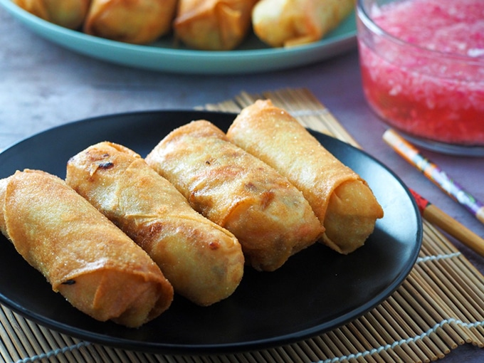 "Lumpiang Prito on a black plate ""width ="" 680 ""height ="" 510 ""data pin description ="" Lumpiang Prito filled with tofu, bean sprouts and vegetables. Crunchy and tasty, these Filipino style spring rolls make for a fantastic snack or appetizer. ""Data-pin-title ="" Lumpiang Prito"