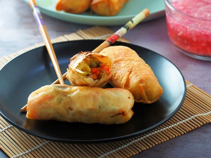 "lumpiang gulay on a black plate ""width ="" 680 ""height ="" 510 ""data-pin-description ="" Lumpiang gulay is a tasty snack or appetizer that the whole family will love. Filled with tofu and vegetables, these crispy spring rolls are nutritious as they are delicious! ""Data-pin-title ="" Lumpiang Prito ""srcset ="" https://www.kawalingpinoy.com/wp-content/uploads/2013/10/lumpiang-prito-2.jpg 680w, https://www.kawalingpinoy .com / wp-content / uploads / 2013/10 / lumpiang-prito-2-500x375.jpg 500w ""sizes ="" (max width: 680px) 100vw, 680 px"