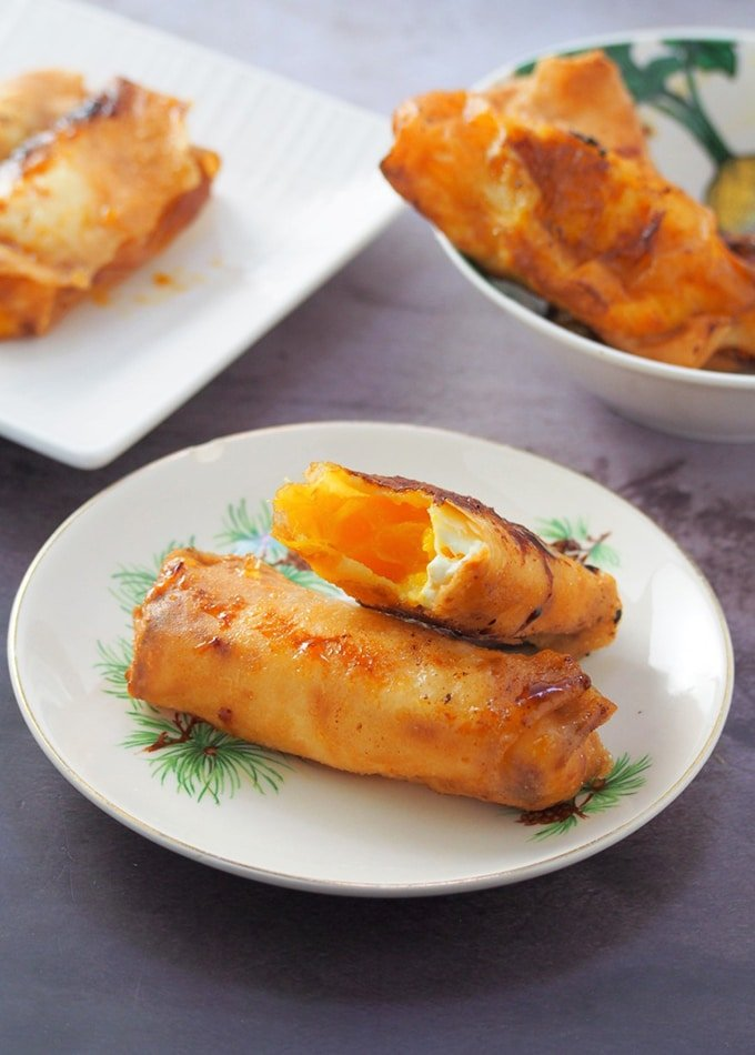 turon filled with mango and cream cheese