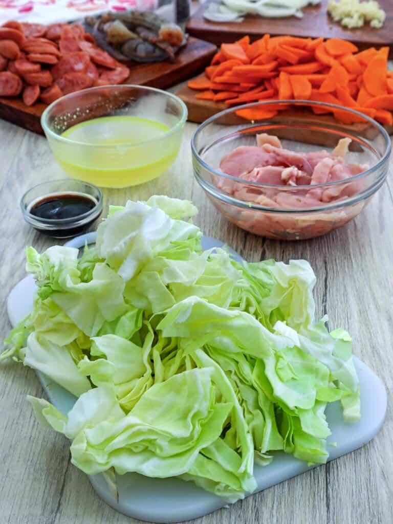 chopped cabbage, sliced hamonado sausage, sliced chicken breast, carrots, chicken broth, oyster sauce