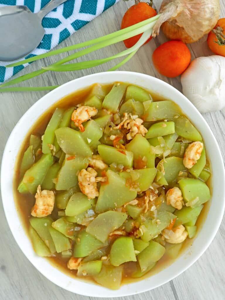 sayote guisado in a serving bowl