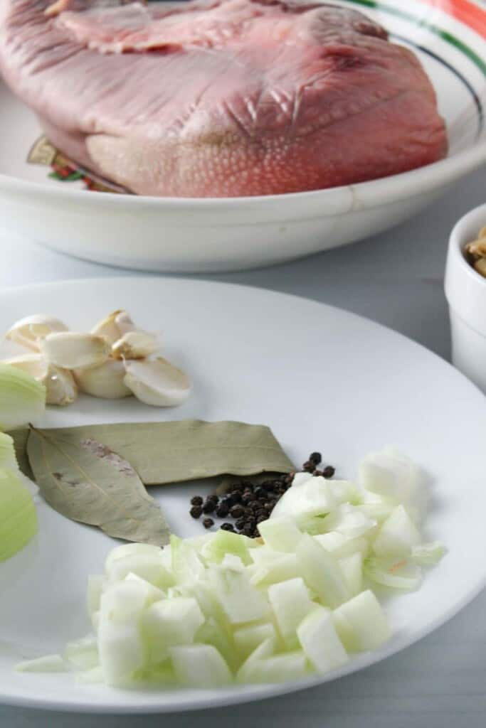 tongue, onions, garlic, bay leaves, peppercorns