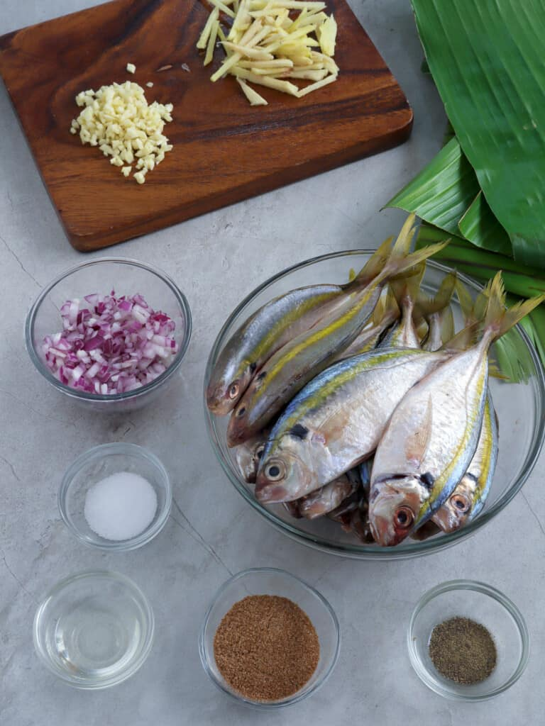 yellowtail scad, chopped red onions, minced garlic, tamarind powder, salt, pepper, banana leaves