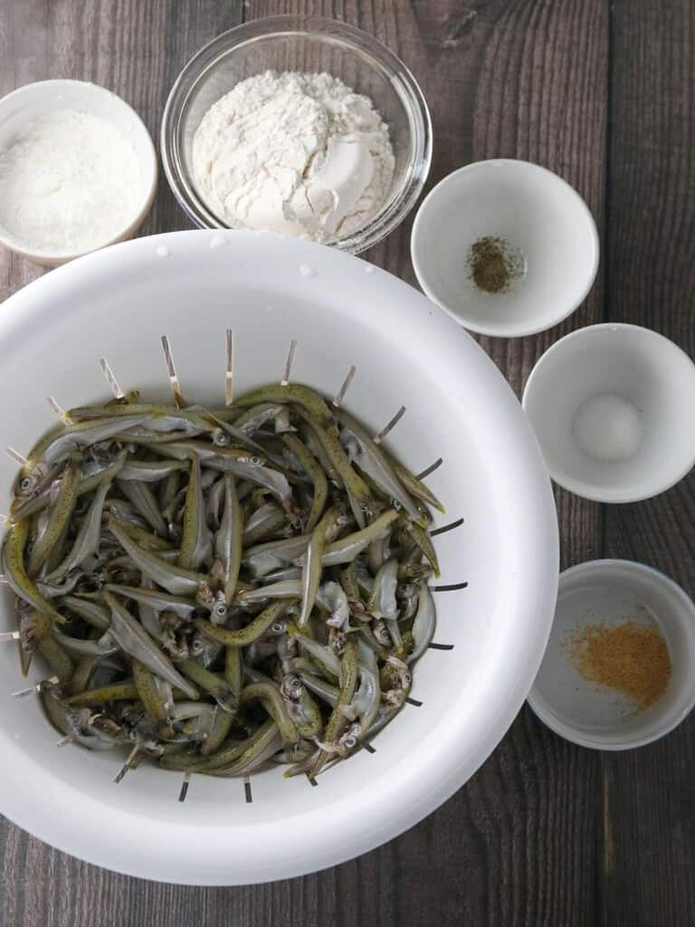 smelt fish, corn starch, pepper, salt, garlic powder