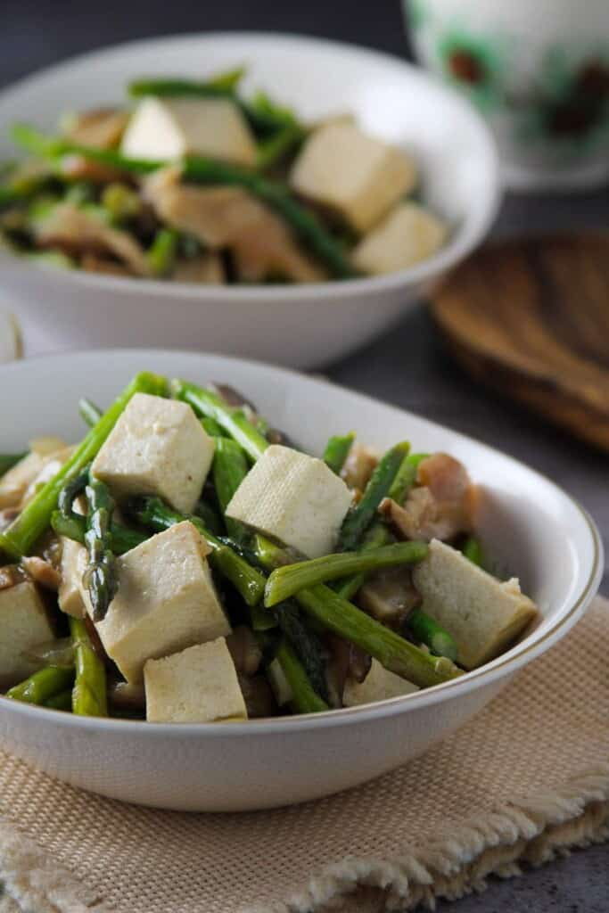 tofu and asparagus stir-fry in serving bowls