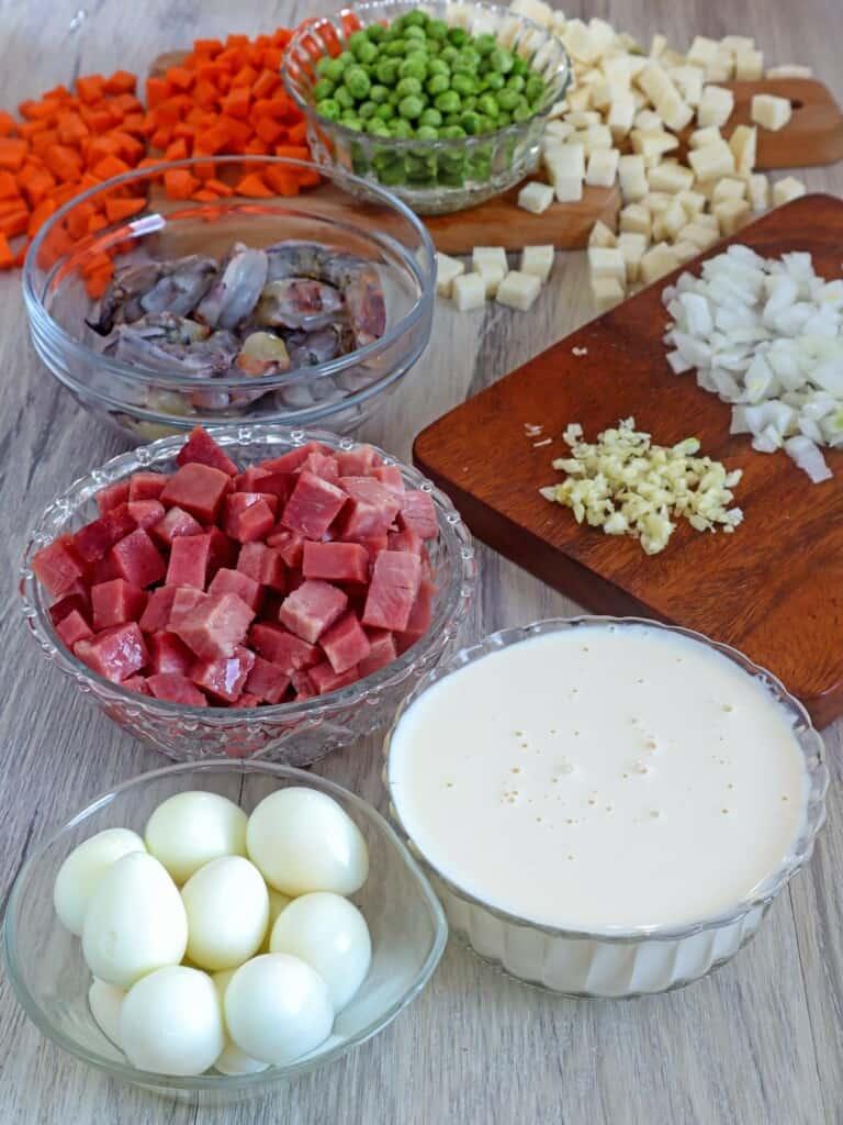 peeled quail eggs, cubed ham, peeled shrimp, diced carrots, singkamas, green peas, chopped onions, and minced garlic