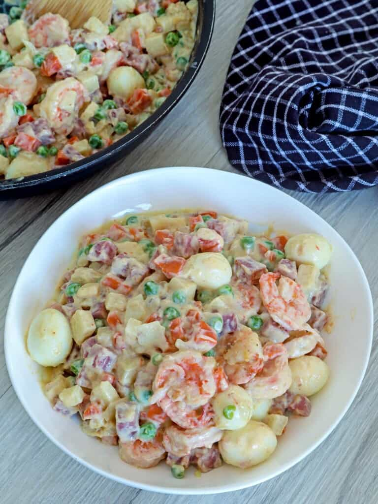 Sipo Egg with Shrimp and Ham in a white bowl