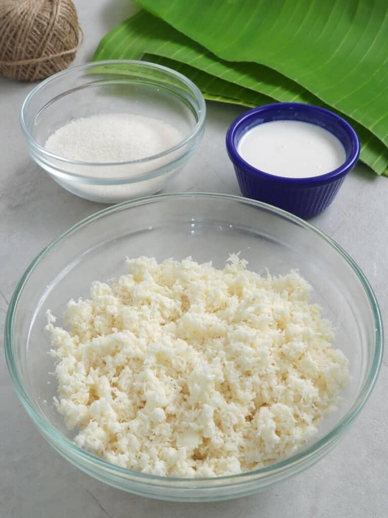 grated cassava, sugar, coconut milk, banana leaves