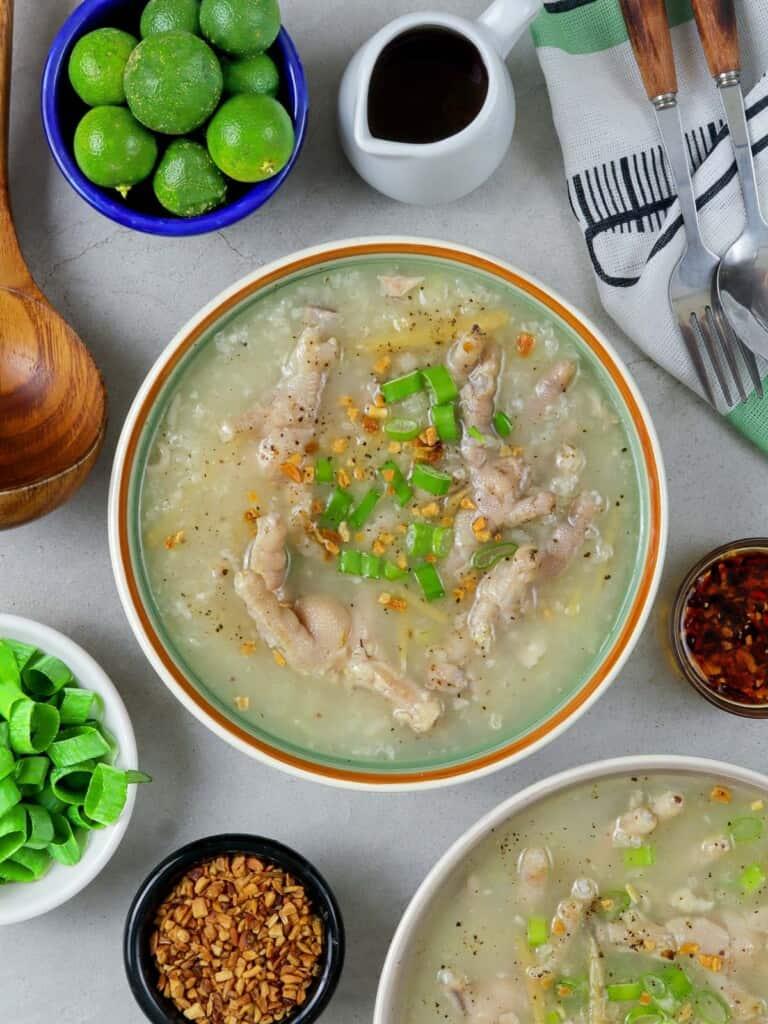 Arroz Caldong Paa ng Manok in bowls