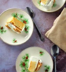 graham de leche slices on small serving plates