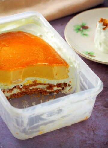 graham de leche in a plastic container