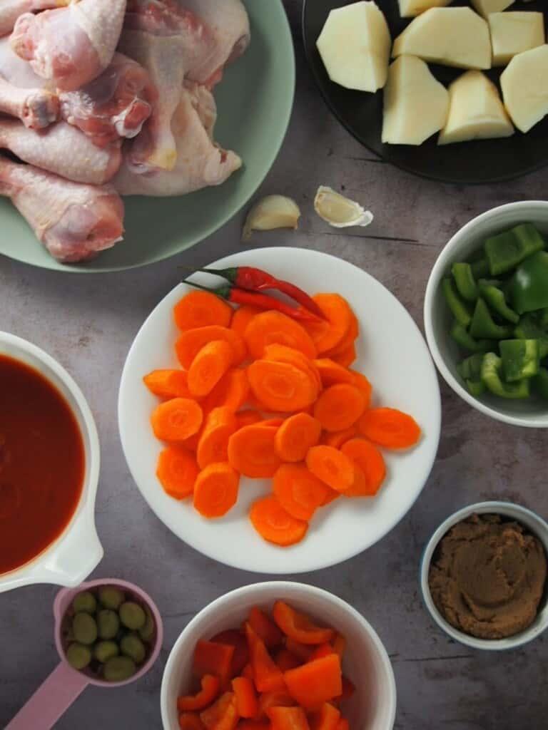 ingredients for chicken caldereta