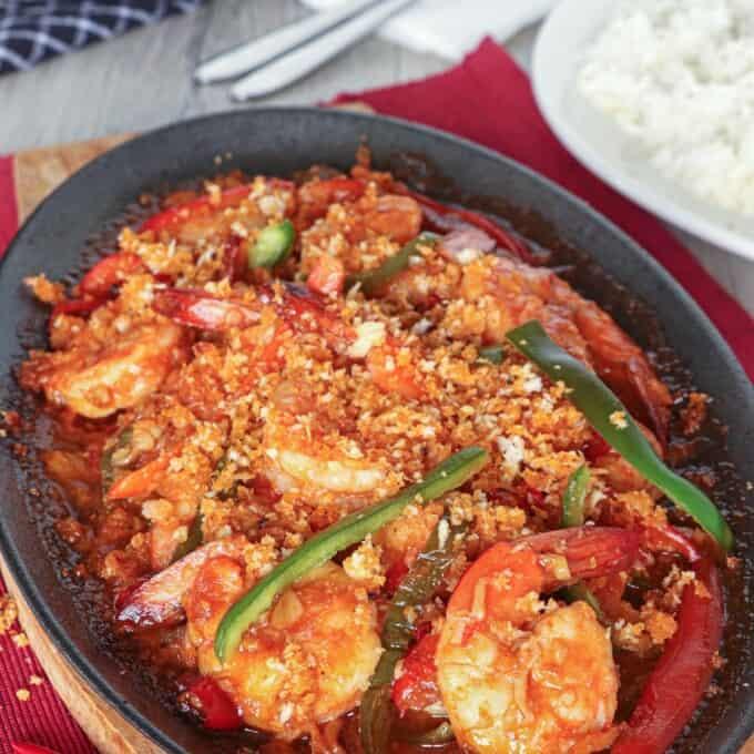 Spicy Garlic Shrimp in cast iron skillet