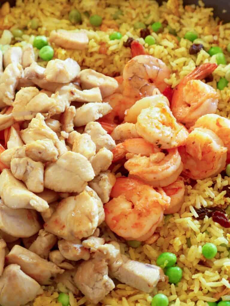 curry-flavored rice, green peas, raisins