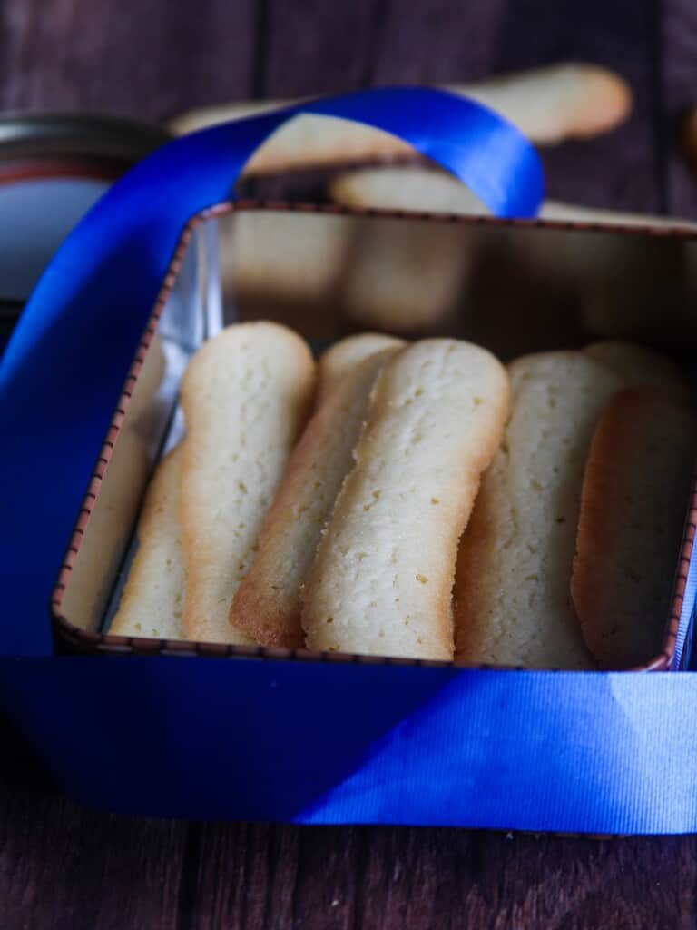 Lengua de Gato in blue box