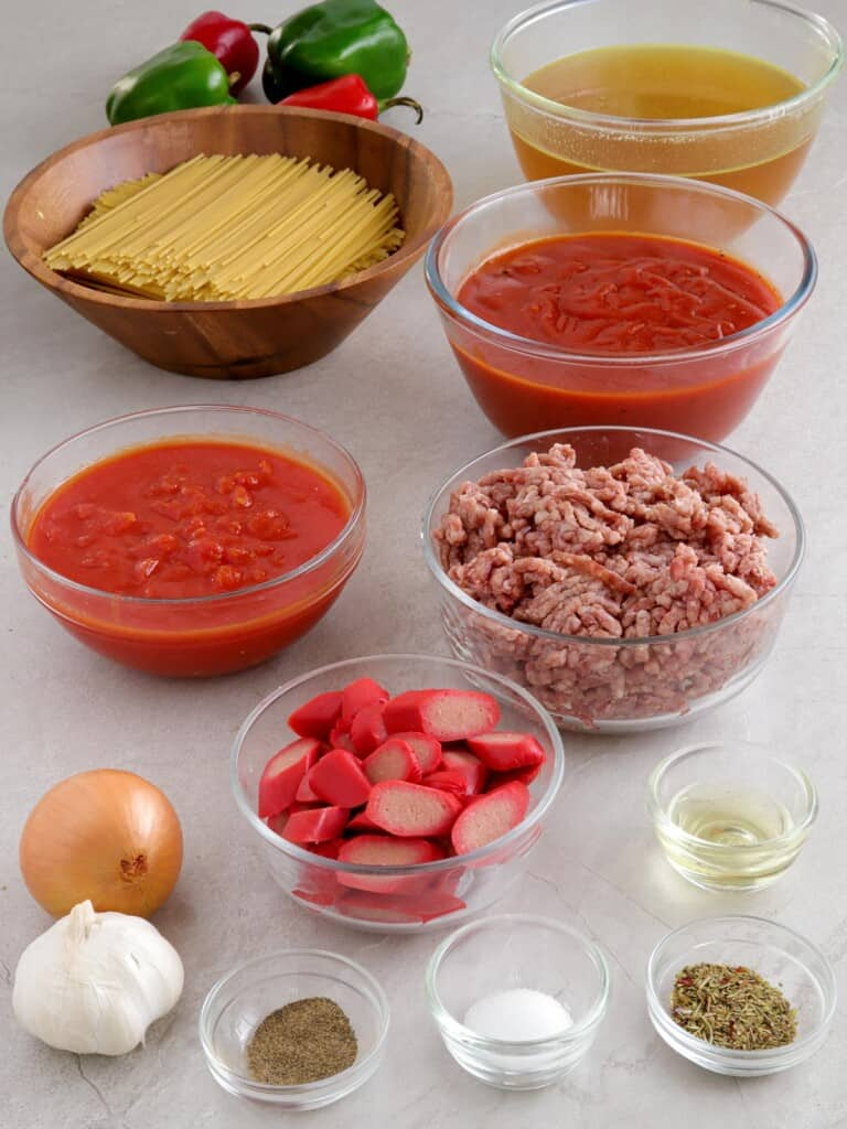 spaghetti, ground beef, ketchup, diced tomatoes, hot dogs, onion, garlic, salt, pepper, oil, broth, bell peppers in bowls