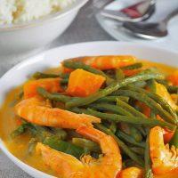 ginataang kalabasa at sitaw with shrimp on a white serving platter
